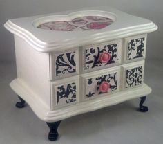 How To Choose Your Jewelry Armoire Jewellery Box Making, Jewellery Boxes, Jewellery Storage, Painted Jewelry Boxes, Painted Boxes, Shabby Chic Jewellery Box, Jewelry Box Makeover, Diy Jewelry Holder, Decoupage