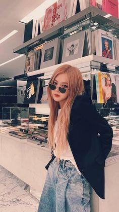 — park chaeyoung — — a big post of rosie icons and lockscreens in. Manga K, Rose Park, Blackpink Photos, 1 Rose, Blackpink Fashion, Rocker, Rose Wallpaper, Jennie Blackpink, Park Chaeyoung