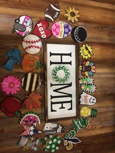 Home sign with interchangeable attachments. Diy Crafts To Sell, Home Crafts, Arts And Crafts, Vinyl Crafts, Wooden Crafts, Chalk Crafts, Diy Signs, Home Signs, Painted Wood Signs