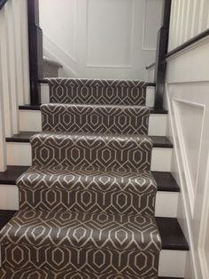Best Geometric Carpet Decor Ideas for Stairways - Page 4 of 26 Carpet Decor, Wall Carpet, Diy Carpet, Bedroom Carpet, Carpet Ideas, Plush Carpet, Hallway Carpet Runners, Cheap Carpet Runners, Stair Runners