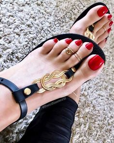Pretty Toe Nails, Pretty Toes, Feet Soles, Women's Feet, Pies Sexy, Scholl Velvet Smooth, Long Toenails, Nice Toes, Brian Atwood Shoes