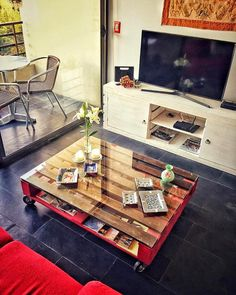 Stylish Pallet Coffee Table with Glass Top - 30 Pallet Projects That Will Make You Fall in Love | 99 Pallets - Part 4