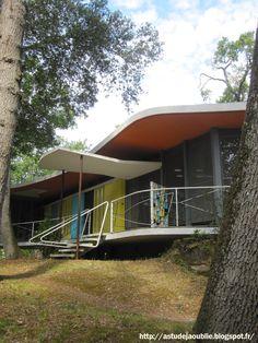 Royan - Villa La Rafale ou Boomerang  Architecte: Pierre Marmouget  Projet / Construction: 1955 - 1959