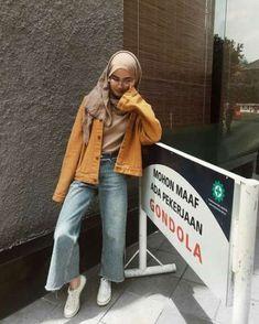 Source by suemeyyekaraduman outfits hijab hijab casual rok Modern Hijab Fashion, Street Hijab Fashion, Hijab Fashion Inspiration, Muslim Fashion, Look Fashion, Trendy Fashion, Hijab Casual, Hijab Style, Casual Jeans