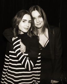 いいね!820.8千件、コメント1,535件 ― Lily Collinsさん(@lilyjcollins)のInstagramアカウント: 「Sweater weather again! Wishing I could wrap myself up in @lianaliberato's arms. Miss you my…」