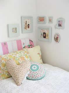 love the pictures,the headboard, the pillows Dottie Angel Girls Bedroom, Bedroom Decor, Bedrooms, Design Bedroom, Bedroom Corner, Corner Wall, Bedroom Bed, Small Corner, Cozy Corner