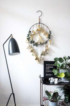 DIY Adventskalender in glamourösem Gold Advent Calendar, Wreaths, Gold, Crafty, Interior, Christmas, Gifts, Home Decor, German