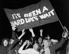 Los fanáticos dan la bienvenida a los Beatles en su casa en el Reino Unido después de su American Tour, el 21 de septiembre de 1964.  los beatles1964aficionadosheathrow