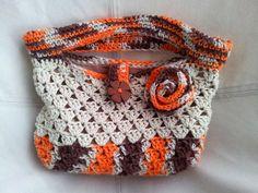 Cartera a Crochet en tonalidades de marron.