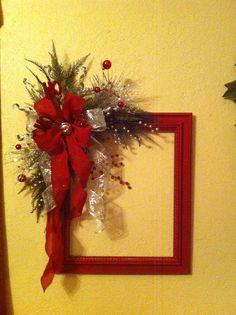 Resultado de imagen para christmas wreaths made from picture frames Christmas Picture Frames, Christmas Frames, Christmas Cards To Make, Christmas Projects, Christmas Art, Christmas Holidays, Picture Frame Wreath, Picture Frame Crafts, Holiday Wreaths