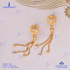 Dazzle in this impressive gold earring. Temple Jewellery, Gold Jewellery, Pearl Jewelry, Beaded Jewelry, Jewlery, Gold Bangles Design, Gold Earrings Designs, Necklace Designs, Baby Earrings