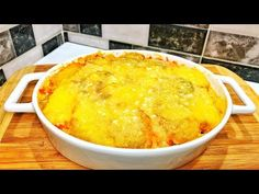 I make this recipe while waiting guests fast and tasty, nothing stays in the tray. Egg Recipes, Chicken Recipes, Banana Pancakes, Cornbread, Macaroni And Cheese, Food And Drink, Tray, Healthy, Ethnic Recipes