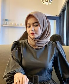 Beautiful Hijab Girl, Beautiful Muslim Women, Hijabi Girl, Girl Hijab, Hijab Barbie, Iranian Women Fashion, Womens Fashion, Hijab Chic, Air Tools