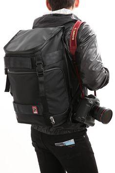 【楽天市場】今だけ!!レビューを書いて5%OFF!!【送料無料】【CHROME】(クローム)NIKO PACK(ニコパック)Niko Camera Pack一眼レフ対応15インチ対応PCスリーブバックパック(23リットル)カメラバッグBLACK/BLACK(ブラック/ブラック):zodiac