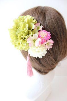 グリーンのダリア、マム、小花髪飾り、コサージュ | 花made