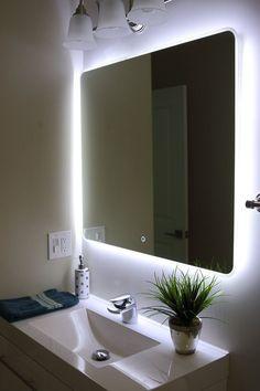 Eclairage derrière le miroir de la salle de bain