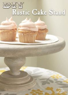 Tutorial to make your own rustic wood cake stand. A few wood discs and a furniture leg are the primary materials for creating your own DIY rustic wood cake stand. Rustic Cake Stands, Wooden Cake Stands, Wood Cake, Easy Diy Gifts, Homemade Gifts, Stage Patisserie, Cupcakes, Cupcake Cakes, Cupcake Tier