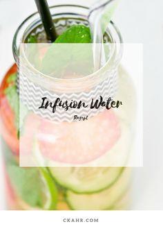 Infusion Water mit frischen Gurken, Früchten und Kräuter für heiße Sommertage. Rezept -> ckahr.com