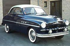 Ford Vedette 49, voiture routière de 1948  La Ford Vedette 49, cette ancienne automobile fut construite en 1948, moteur V8, 2.158 cm², 60 CV à 4.000 tr/mn, berline 6 glaces.