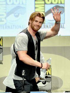 ~~Chris Hemsworth Photos - Legendary Pictures Preview And Panel - Comic-Con International 2014 - Zimbio~~