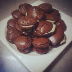 Macarons de chocolate con chocolate blanco