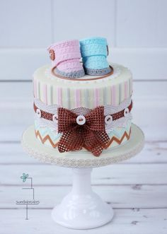 Vintage gender reveal cake - Cake by Tamara