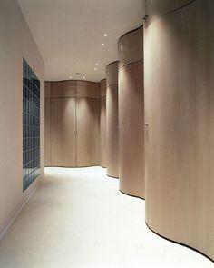 Sculptural hall in a Shanghai home, Andrée Putman Lobby Interior, Interior Walls, Interior Architecture, Hotel Corridor, Corridor Design, Curved Walls, Office Interiors, Retail Design, Contemporary Interior