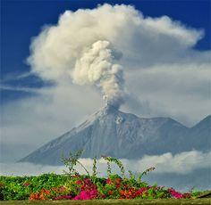 La Antigua Guatemala - Volcan de Fuego desde La Antigua Guatemala