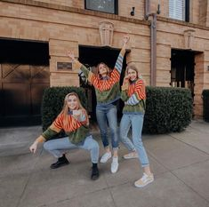 Emma Chamberlain, Summer McKeen and Marla Catherine. I love This Photo 🖤 Marla Catherine, Bff Pics, Lake Pictures, Bff Pictures, Squad Pictures, Besties, Friend Poses, Emma Chamberlain, Cute Friends