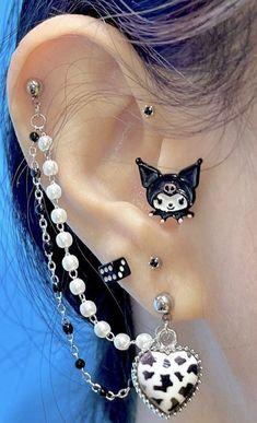 Ear Jewelry, Cute Jewelry, Jewelery, Jewelry Accessories, Nose Piercing Jewelry, Pretty Ear Piercings, Types Of Ear Piercings, Esr Piercings, Grunge Jewelry