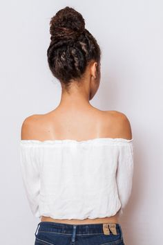 Save this beauty hairstyle tutorial to give yourself a curly topknot bun.