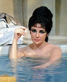 "Elizabeth Taylor in ""Cleopatra"" by dale Hollywood Cinema, Vintage Hollywood, Hollywood Actresses, Classic Hollywood, Actors & Actresses, Elizabeth Taylor Movies, Elizabeth Taylor Cleopatra, Richard Chamberlain, Katharine Hepburn"