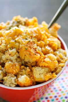 Buffalo chicken fanatics will go crazy for this cozy casserole with chicken, tater tots, buffalo sauce, cheddar, and blue cheese. Get the recipe: slow-cooker buffalo chicken tater tot casserole Crock Pot Food, Crockpot Dishes, Crock Pot Slow Cooker, Slow Cooker Recipes, Cooking Recipes, Chili Recipes, Crockpot Meals, Slow Cooking, Freezer Meals