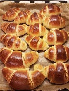 Croissante pufoase. – Lorelley.blog Fun Baking Recipes, Baby Food Recipes, Cooking Recipes, Dessert Drinks, Dessert Recipes, Cooking Bread, Good Food, Yummy Food, Romanian Food
