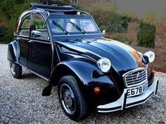 """One of my all-time favorite car designs, the Citroen deux chevaux. All in all, I think it's finer than the Beetle by just a mite. Just 29 horsepower on the """"Charleston"""" model, which I believe this one is an example of. Citroen Ds, Psa Peugeot Citroen, Vw Passat, Kia Sportage, Retro Cars, Vintage Cars, Volkswagen, Automobile, 2cv6"""