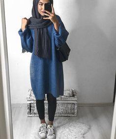 Unique and Creative Arabic Style: Oversized Sweater Hijab Style-Hijabi Street Styl … Italian Street Style, Nyc Street Style, Rihanna Street Style, European Street Style, Hijab Chic, Casual Hijab Outfit, Hijab Fashion Casual, Ootd Hijab, Hijab Dress