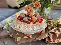 Pavlova, Camembert Cheese, Desserts, Cakes, Food, Tailgate Desserts, Meal, Dessert, Cake