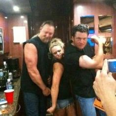 Photo: Blake Shelton, Miranda Lambert and Trace Adkins Showing Off Their 'Guns' | TheCountryPaparazzi