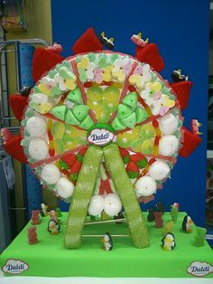 Parece que las norias de feria dulces están teniendo mucho éxito. Esta ya es la tercera que hacemos, obra de Duldi Albacete.