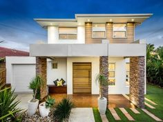 Photo of a stone house exterior from real Australian home - House Facade photo 8488777 Modern House Plans, Modern House Design, Stone Exterior Houses, Stone Houses, Stone Facade, Stone Columns, Facade House, House Facades, House Exteriors