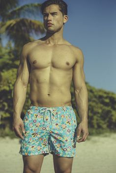 T. Christopher Cyan Floral swim trunk has a relaxed fit with a beautiful floral pattern. Meant to take you from the beach to the boardwalk, this men's swimsuit is perfect for any occasion. Specificati
