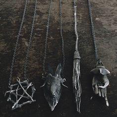 Exhilarating Jewelry And The Darkside Fashionable Gothic Jewelry Ideas. Astonishing Jewelry And The Darkside Fashionable Gothic Jewelry Ideas. Witch Jewelry, Gothic Jewelry, Grunge Style, Soft Grunge, Jewelry Accessories, Jewelry Design, Estilo Rock, Witch Fashion, Gothic Fashion