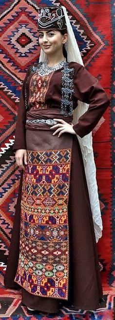 Armenian traditional costume of Vaspurakan (= the region of Van). Clothing style: early 20th century. (Source: Teryan Cultural Centre).