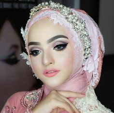 White henna wedding & nail art by Bride neng For MUA ku syg Makeup by ratu Attire by Design request pengantin 💖 Loc. Info Booking / Pricelist 📲 WA Only : ( ❎no call ) . Bridal Hijab, Hijab Bride, Girl Hijab, Bridal Beauty, Bridal Makeup, Wedding Hijab Styles, Muslimah Wedding Dress, Backyard Bridal Showers, Hijab Makeup