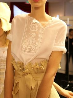 Russian folk-style embroidered blouse by Ulyana Sergeenko, a fashion designer from Moscow. Folk Fashion, High Fashion, Fashion Beauty, Womens Fashion, Mode Style, Style Me, Style Russe, Fashion Details, Fashion Design