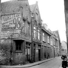 De wondere wereld van Dordtse gevelstenen | Dordrecht | AD.nl Dutch House, Holland, Street View, City, Building, Houses, Verandas, History, Photos
