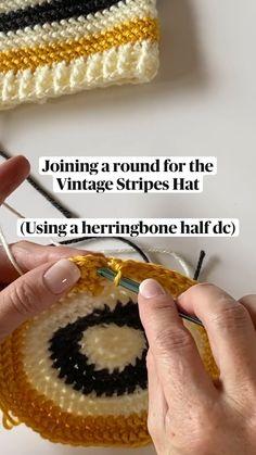 Crochet Round, Love Crochet, Learn To Crochet, Diy Crochet, Crochet Crafts, Crochet Flowers, Crochet Projects, Crotchet Patterns, Crochet Stitches