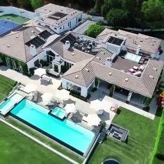 Modern Exterior House Designs, Dream House Exterior, Modern House Design, Modern Mansion Interior, Luxury House Plans, Luxury Homes Dream Houses, Dream House Plans, Mansions Homes, Cool Mansions