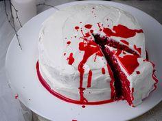 Découvrez la recette bloody cake sur cuisineactuelle.fr. Samhain Halloween, Halloween Party Snacks, Halloween Desserts, Halloween Food For Party, Halloween Cakes, Halloween Diy, Happy Halloween, Halloween 2020, Fruit Jam