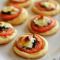 Mini Tomato and Mozzarella Tarts - puff pastry dough - olive oil - large yellow onion - 2 garlic cloves - kosher salt - pepper - chicken broth - fresh thyme - grated parmesan cheese - fresh mozzarella (Cheese Snacks Salts) Party Finger Foods, Snacks Für Party, Appetizers For Party, Appetizer Recipes, Cold Appetizers, Healthy Appetizers, Parties Food, Tea Party Foods, Tea Party Recipes